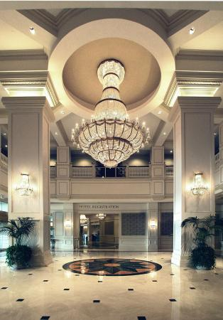 Horseshoe Casino Luxury All-Suite Hotel: Lobby view