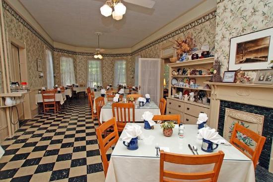 1898 Waverly Inn: Dining Room