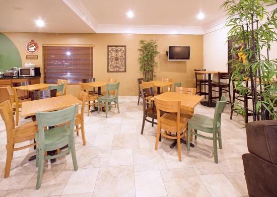AmericInn Hotel & Suites Johnston: Americ Inn Johnston Breakfast Area