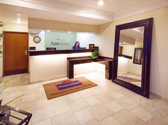 AmericInn Hotel & Suites Johnston: Americ Inn Johnston Front Desk