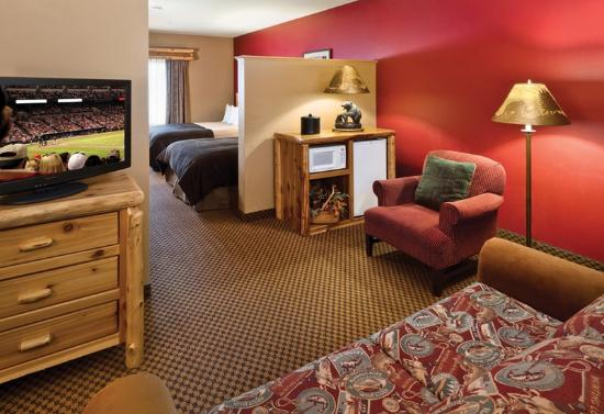 Arrowwood Lodge At Brainerd Lakes : Two Queen Suite with Sofa