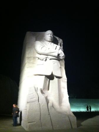 Martin Luther King, Jr. Memorial : Monument at night