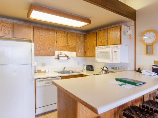 Storm Meadows Club Condominiums : Kitchen