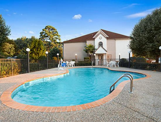 Microtel Inn & Suites by Wyndham Longview: Pool