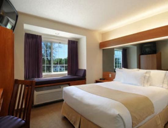 Springfield, MN: Standard Queen Room