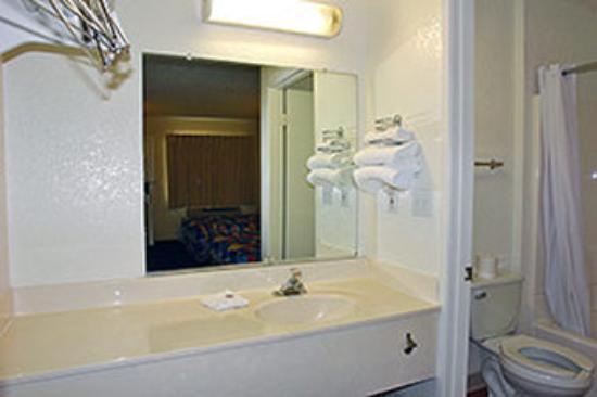 Motel 6 Los Angeles - Van Nuys/Sepulveda: MBthrm