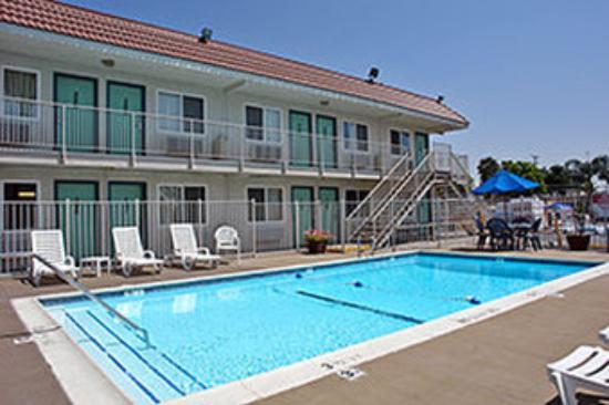 Motel 6 Los Angeles - Van Nuys/Sepulveda: MPool