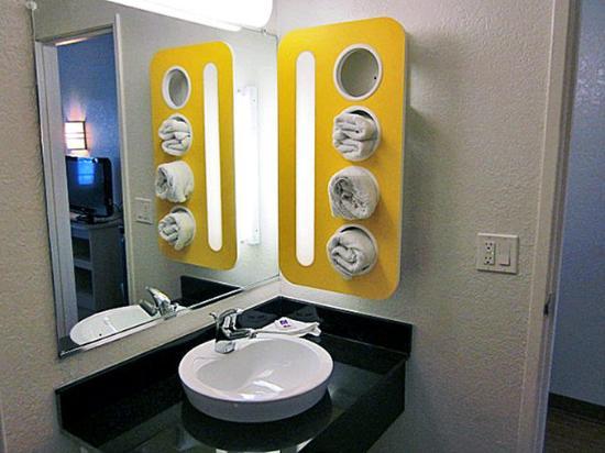 Motel 6 Del Rio: MBath