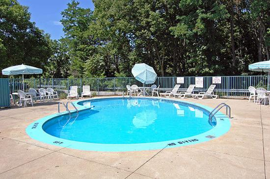 Americas Best Value Inn Englewood/Dayton Airport: Outdoor Pool