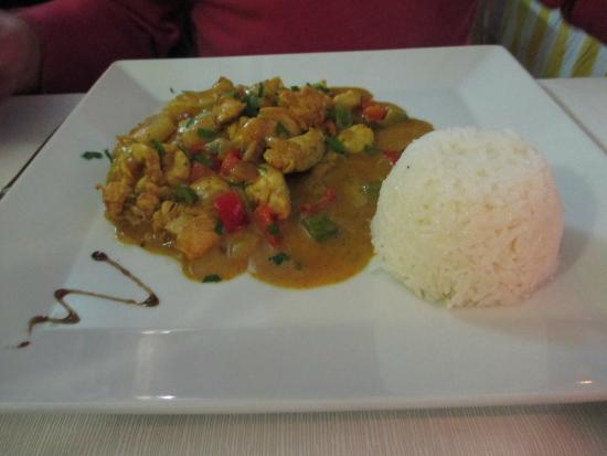Vista Sur: Chicken curry and rice