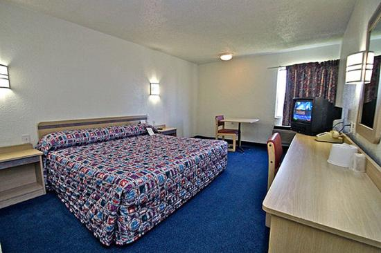 Motel 6 Shawnee: MSingle