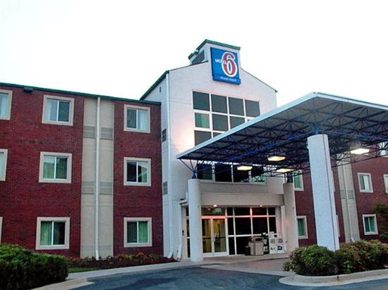 Motel 6 Newport: Exterior (Entrance)