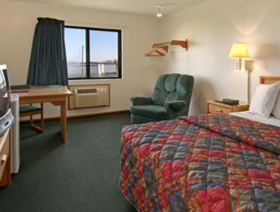 Super 8 Kingdom City : Standard King Bed Room