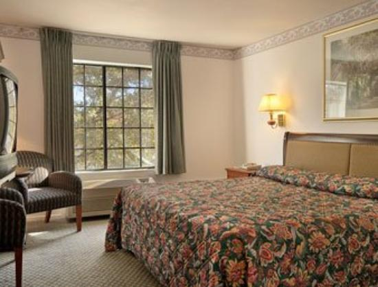 The Monarch in Mariposa: Standard King Bed Room