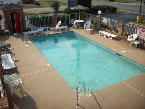Rodeway Inn Expo Center: Pool