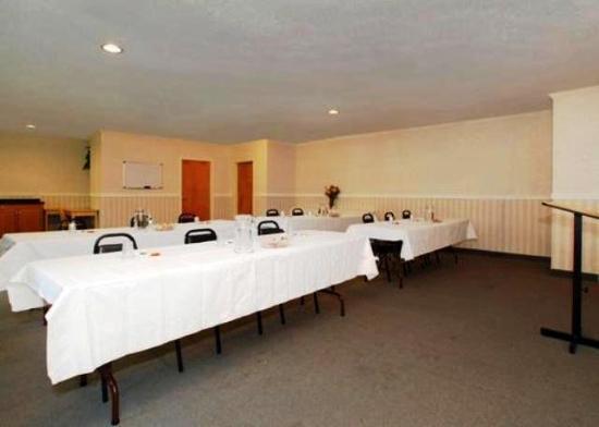 Quality Inn Binghamton West : Meeting Room