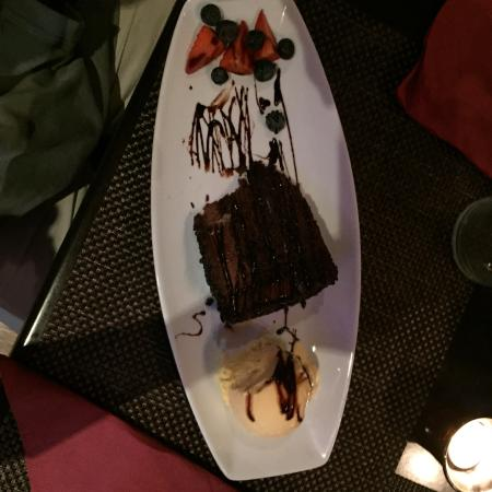 Itapu Bar & Restaurant : Chocolate cake and ice cream