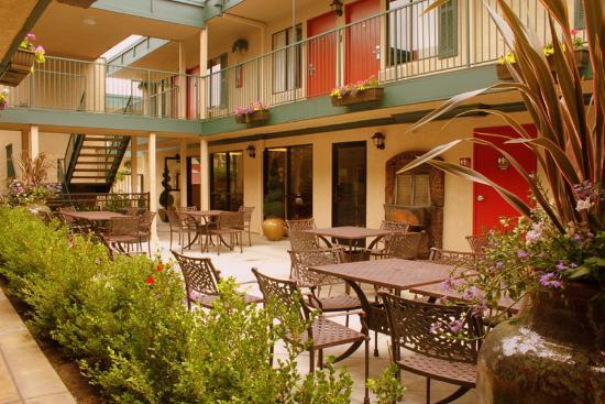 Quality Inn & Suites - Anaheim Resort : Breakfast Exterior
