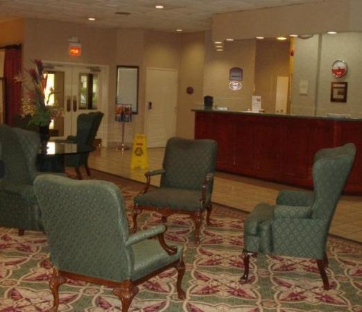 University Inn & Conference Center : Lobby