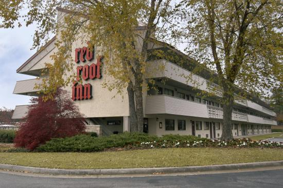 Red Roof Inn Atlanta - Norcross: Inn Exterior