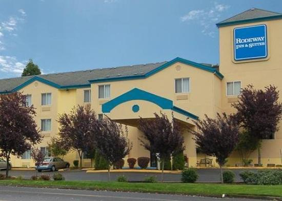 Howard Johnson Inn and Suites Vancouver by Vancouver Mall : Exterior