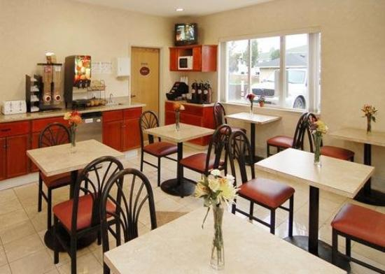 Howard Johnson Inn and Suites Vancouver by Vancouver Mall: Restaurant