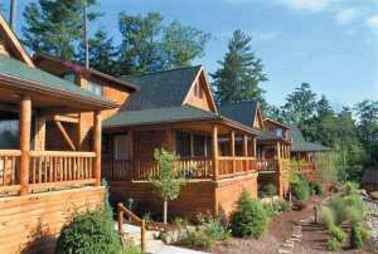 The Lodges at Cresthaven: Exterior