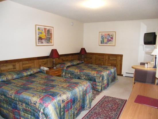Mountain Sports Inn: Standard Two Beds Guest Room