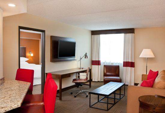 Four Points by Sheraton Saginaw : Suite