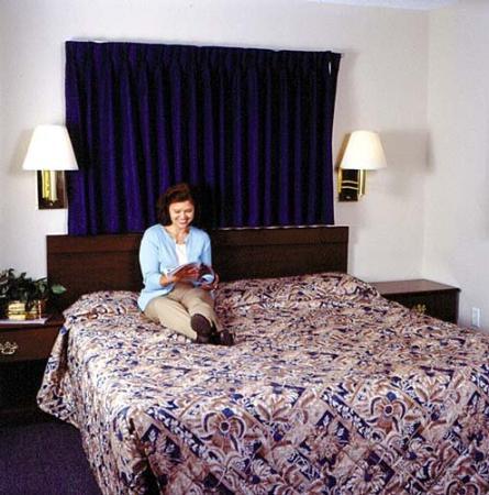 InTown Suites Houston Northwest / Cy-Fair XHW : Guest Room