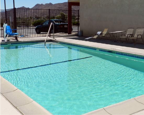 High Desert Motel: Pool