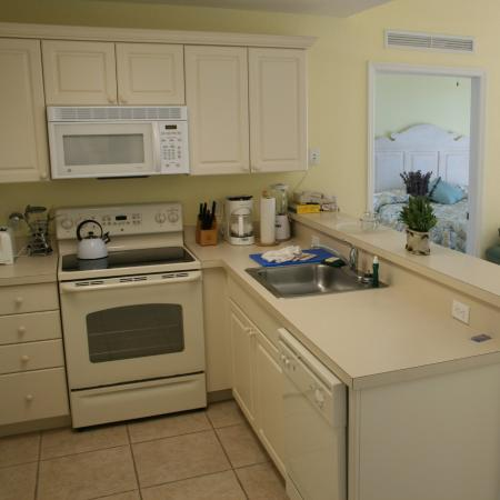 The Cove on Ormond Beach: Cove South Tower Kitchen