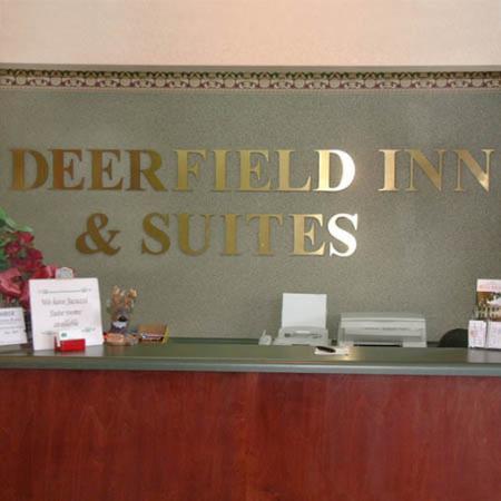 Deerfield Inn & Suites: Lobby View