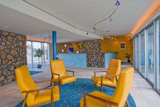 Blue Palms: Lobby