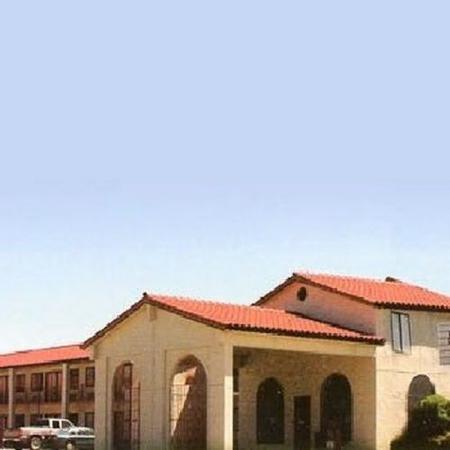 Belton Inn - Budget Host: Exterior