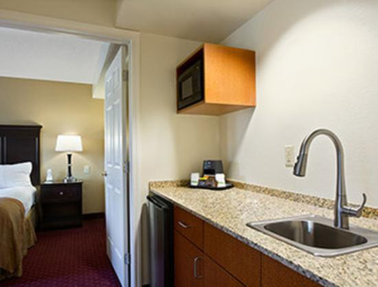 Wingate by Wyndham Greensboro: Suite
