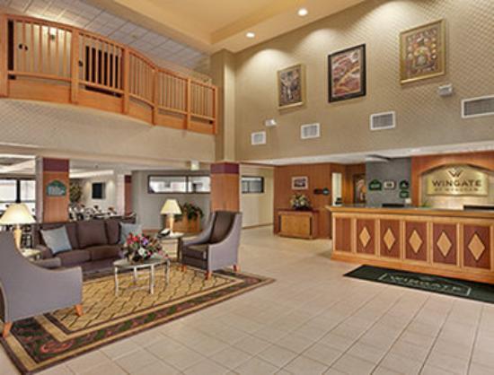 Wingate by Wyndham Pueblo : Lobby