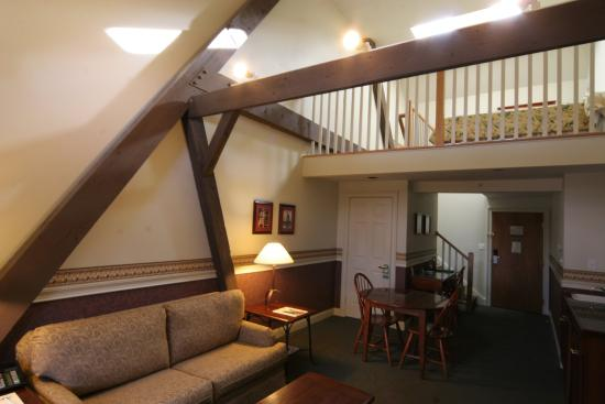 Longfellows Hotel, Restaurant, and Conference Center: King Loft Suite