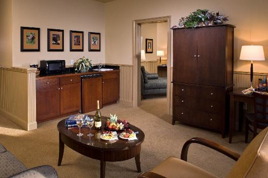 Longfellows Hotel, Restaurant, and Conference Center: Executive King Suite