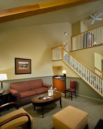 Longfellows Hotel, Restaurant, and Conference Center: Other Hotel Services/Amenities
