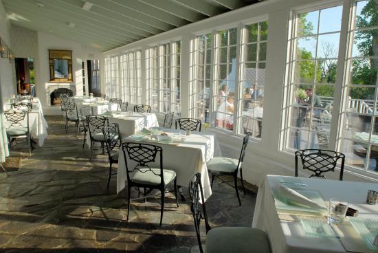 The Clifton: Restaurant - Verandah