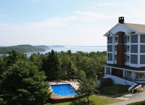 Bluenose Inn - A Bar Harbor Hotel: Outdoor Pool