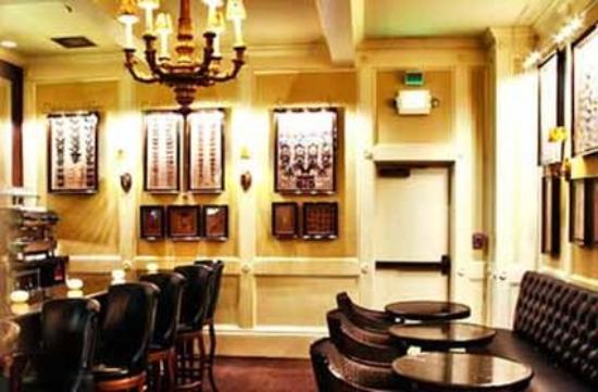 โรงแรมมาเจสติค: Bar