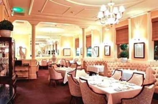 โรงแรมมาเจสติค: Restaurant