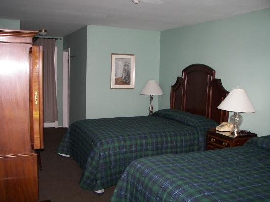 The Henryville Inn : Guest room
