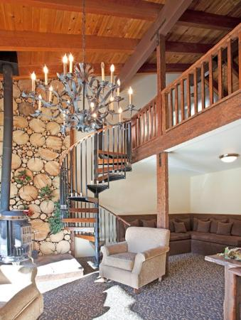 Mammoth Creek Inn: Upper Lobby