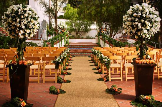 Grande Colonial La Jolla: Garden Courtyard Wedding