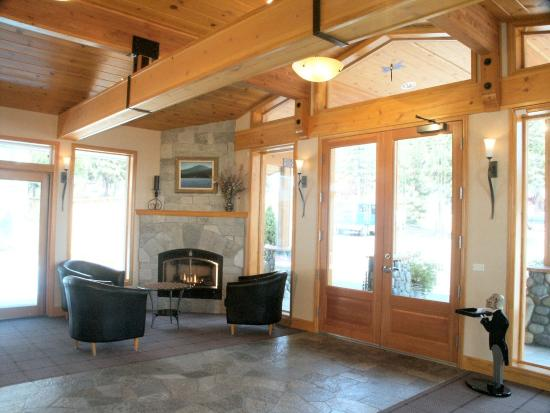 Firelite Lodge: Lobby View
