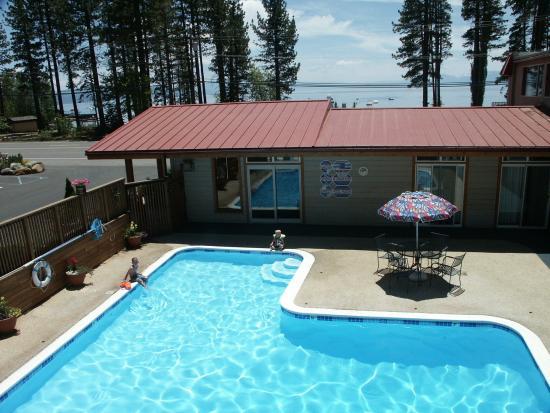 Firelite Lodge: Pool View
