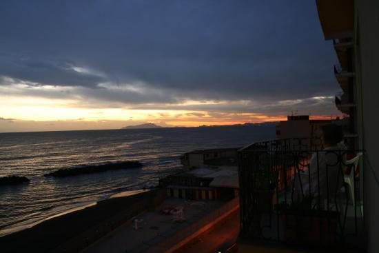 Hotel Holidays : Blick aus dem 2.Stock in Richtung Ischia